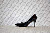 Туфли лодочки на небольшой шпильке  лаковые черные