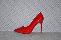 Туфли лодочки на высокой шпильке  лаковые красного цвета
