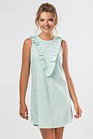 Летнее зеленое платье с рюшами на груди без рукавов