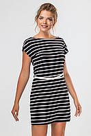 Свободное черное платье в белую горизонтальную полоску с ремешком