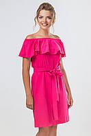 Яркое летнее малиновое платье с воланом и поясом