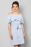 Голубое платье в крупную полоску с двойным воланом и пояском