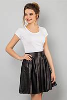 Стильная женская черная юбка выше колен из перфорированной кожи