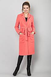 Стильное женское прямое пальто букле на подкладке на осень кораллового цвета