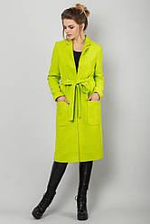 Стильное женское прямое пальто букле на подкладке на осень салатового цвета