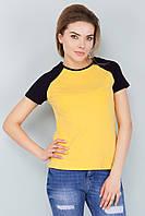 Женская стильная желтая футболка реглан с черными рукавами