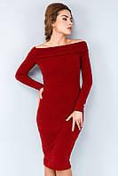 Стильное платье-резинка из ангоры с открытыми плечами бордового цвета