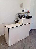 Ресепшн касса для магазина из ДСП с выделенным местом для кофе машины.