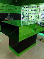 Витрина для мобильных телефонов с выдвижными ящиками под наклоном
