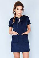 Модное темно-синее замшевое платье со шнуровкой и карманами