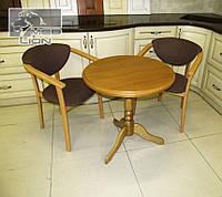 Кофейный стол + два стул-кресла с подлокотниками. Цвет орех, натуральный.