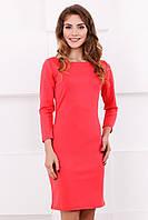 Классическое платье-футляр кораллового цвета с длинным рукавом