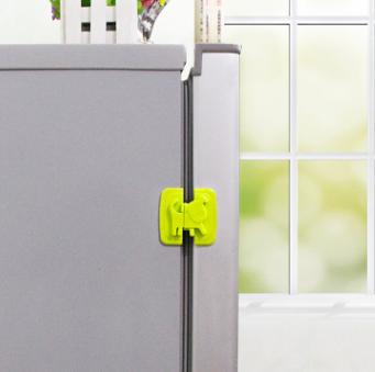 Защита на холодильник от детей Собачка