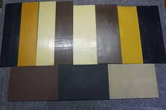 Полиуретан толщиной 3-4 мм.