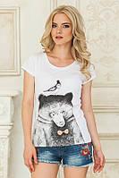 Стильная женская белая футболка Медведь с птичкой