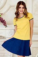 Желтая женская футболка рингер с черной окантовкой