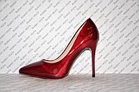 Туфли лодочки на высокой шпильке  лаковые бордового цвета
