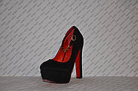 Туфли замшевые с застёжкой на высоком устойчивом каблуке черные