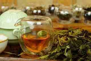 Чтобы выбрать лучший чай мы проводим дегустацию в специальной обстановке до 200 отобранных образцов.