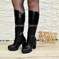 Женские кожаные зимние сапоги на высоком устойчивом каблуке, цвет черный.