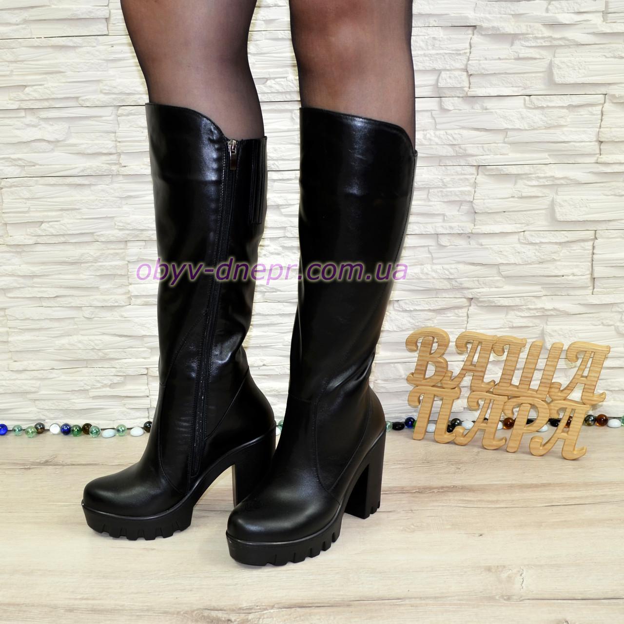 Женские кожаные демисезонные сапоги на высоком устойчивом каблуке, цвет черный.
