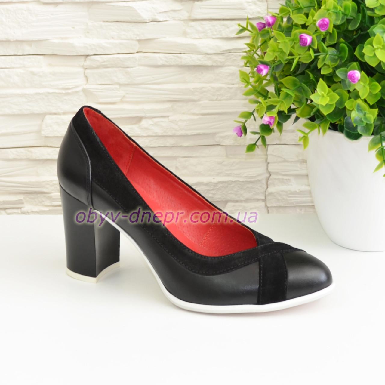 Туфли женские классические на каблуке, декорированы замшевыми вставками.