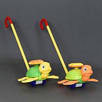 """Каталка 0361 (72) """"Черепашка"""" на палочке двигает ножками, 2 цвета, с погремушкой, в кульке"""