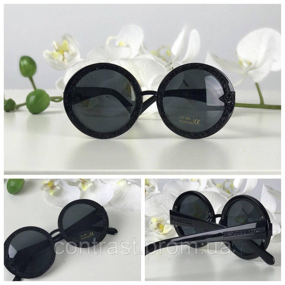 Эффектные солнезащитные очки формы teashades с ажурными дужками (черные)