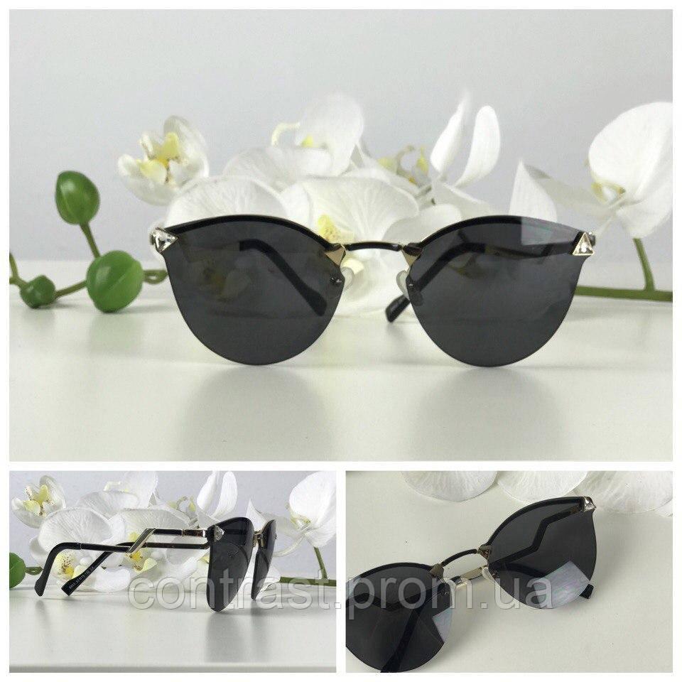Утонченные солнцезащитные очки формы kitten eye с блестящим декором