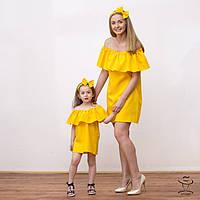 Платья с воланом для мамы и дочки красный