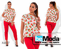 Модный женский костюм из блузы с цветочным принтом и однотонных брюк белый с красным