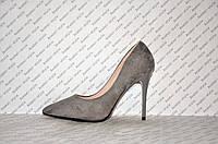 Туфли лодочки на высокой шпильке замшевые серого цвета