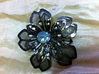 Брошка металл с голубым камнем цвет серый высота 3.5 см