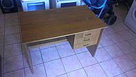 Письменный стол с тремя ящиками