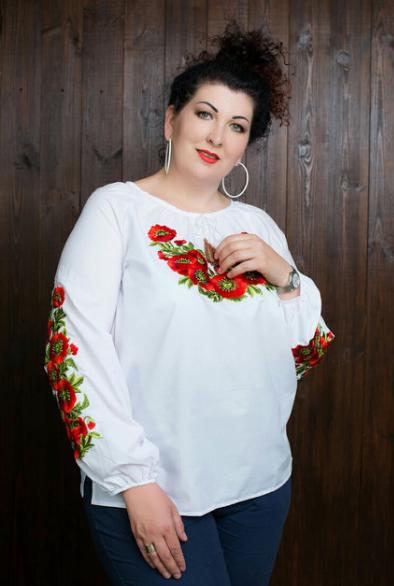 Элегантная женская вышиванка с длинным рукавом
