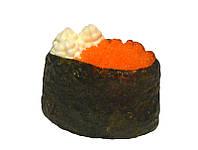 Гункан з ікрою масаго та вершковим сиром