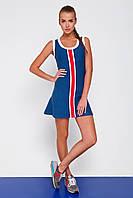 Синее спортивное платье с контрастной красной полоской
