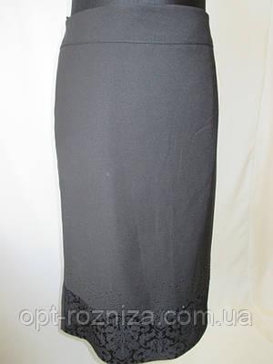 Прямые женские юбки со стразами.