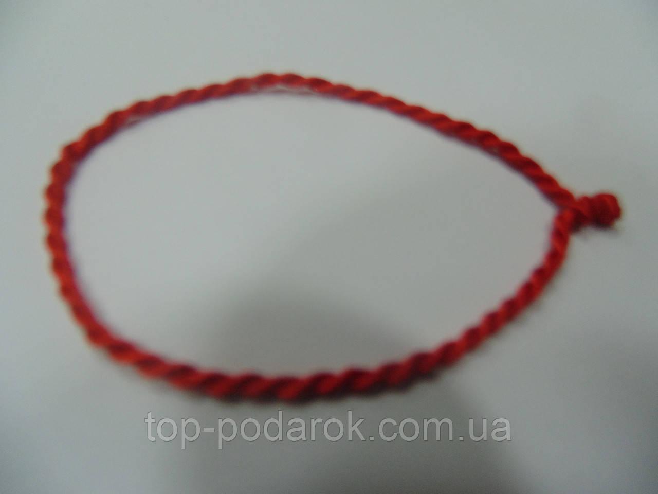 Оберег из красной нити на руку