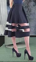 Черная юбка с полосками из сетки