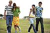 10 трендов современной одежды для подростков. Модная топ-подборка от дизайнеров.