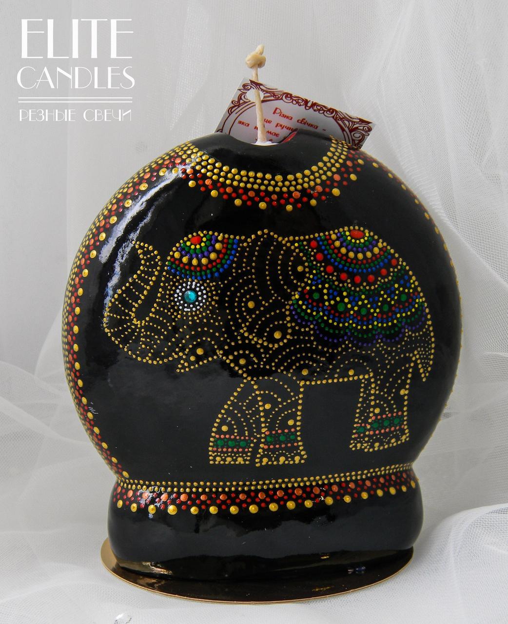 Черная свеча с росписью акрилом золотистого цвета в форме слона