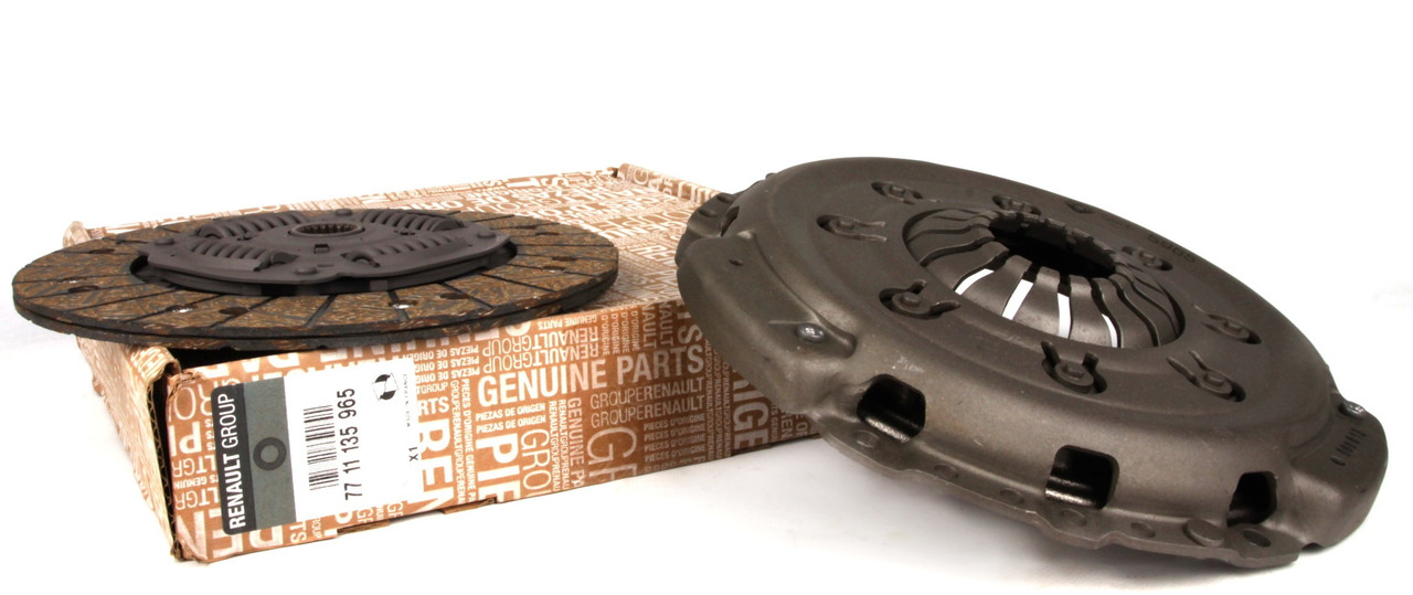 Комплект сцепления на Renault Trafic / Opel Vivaro 1.9dCi с 2001... Renault (оригинал реставрация) 7711135965