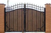 Ворота распашные ( Дерево в метале)