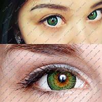 """Цветные косметические линзы """"Зелёные кукольные"""" на тёмных глазах"""
