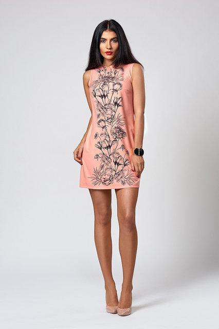 Нарядное платье полу прилегающего силуэта.Разные цвета.