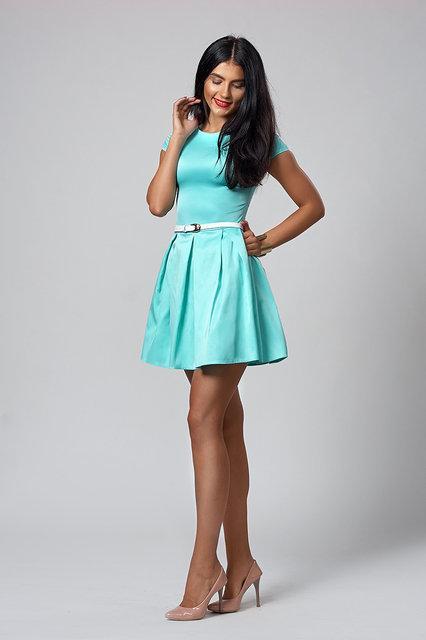 Красивое летнее  платье разного цвета с юбкой клёш.