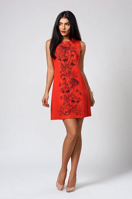 Летнее женское платье красного цвета