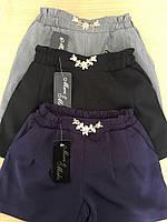 Школьные свободные шорты для девочки 3 цвета с брошью