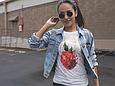 Белая женская футболка с клубникой